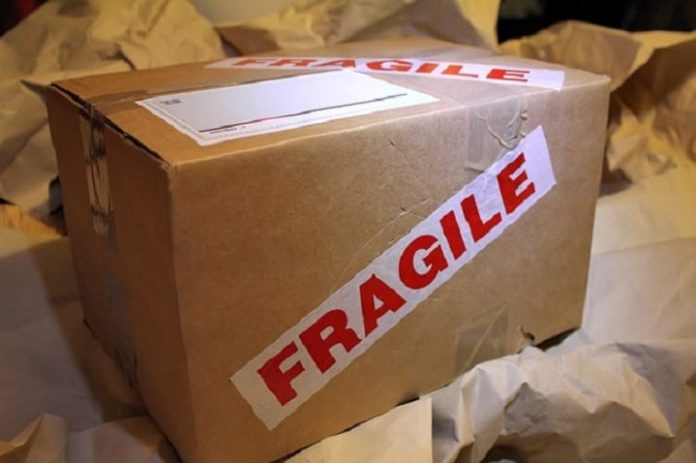 imballare un pacco fragile